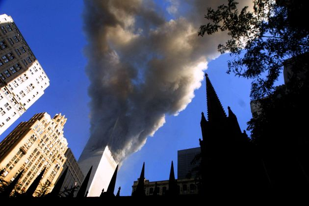 El humo sale de una de las Torres Gemelas, el 11 de septiembre de