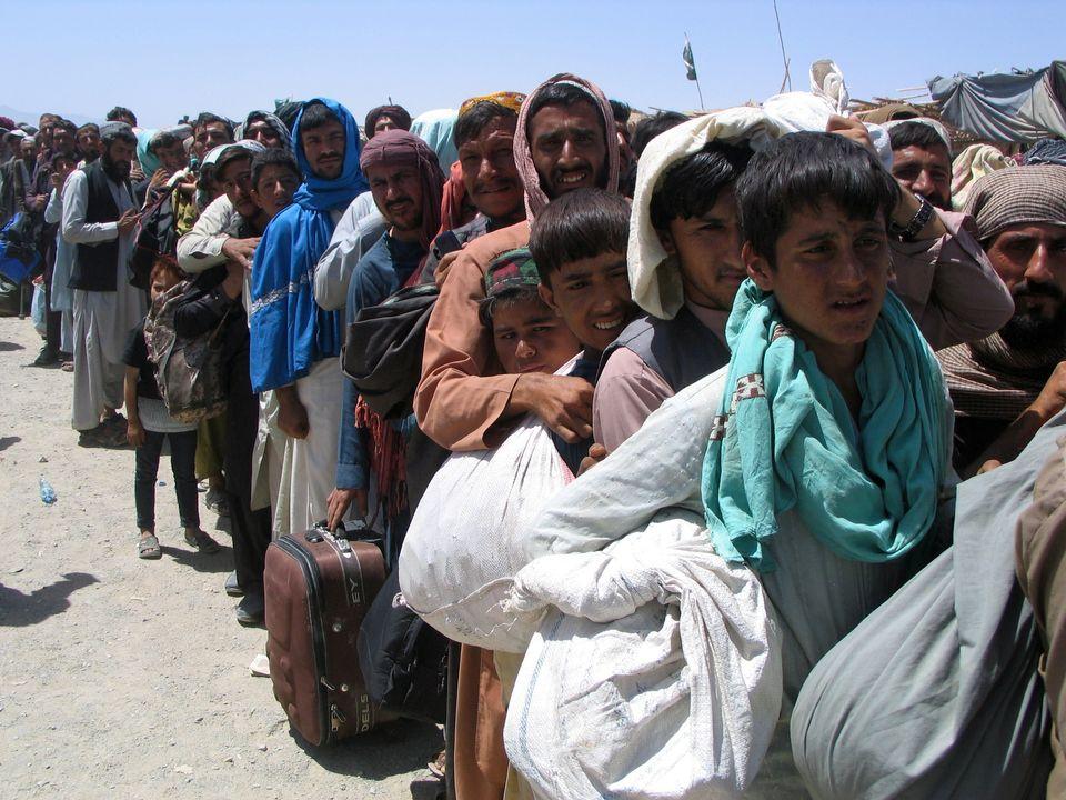 Personas esperando en Chaman,