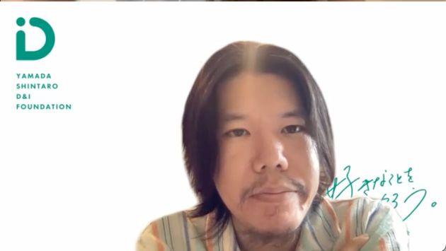 取材に応じた富島寛さん