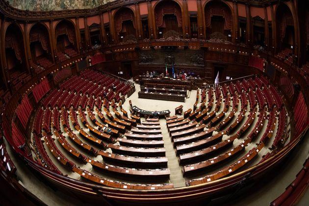 L'aula di Montecitorio nel corso della discussione generale del disegno di legge di conversione del decreto...