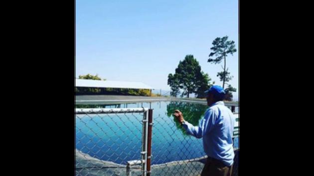 川井さんが契約するアボカド農園の貯水プールの様子