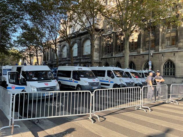 Dispositif de sécurité autour du palais de justice de Paris, le premier jour du procès des attentats...