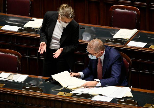 Deborah Bergamini (S), sottosegretario al Ministero per i Rapporti col Parlamento, con Andrea Costa (D),...