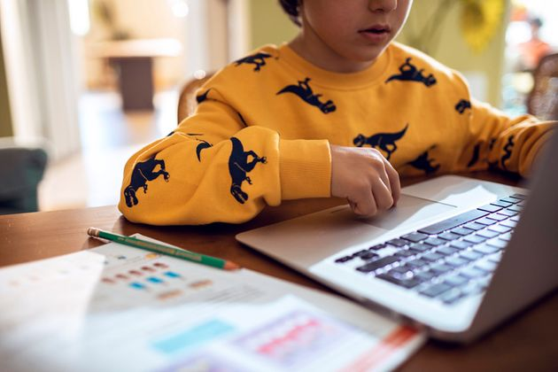 Computer, tablet, cuffie: la tecnologia per il ritorno a