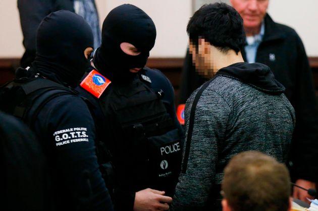 """Processo Bataclan, Salah Abdeslam in aula arriva a invocare """"il dialogo"""". Il presidente della corte: """"Non è possibile con i kalashnikov"""""""