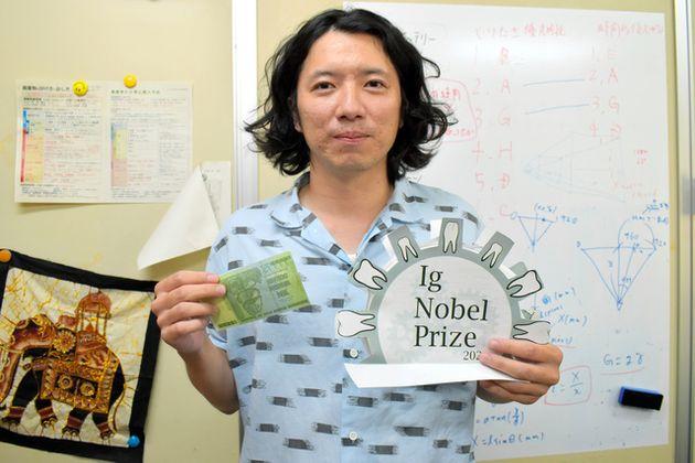 イグ・ノーベル賞の「動力学賞」を受賞した村上久・京都工芸繊維大助教=京都市
