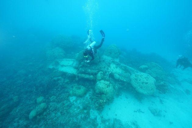 ミクロネシアの青い海の底に今も眠る「ゼロ戦」 ©山舩晃太郎