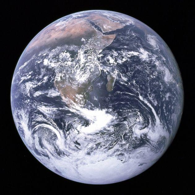 La Bille bleue : vue de la Terre par l'équipage d'Apollo 17 lors de leur voyage vers la Lune, le 7 décembre