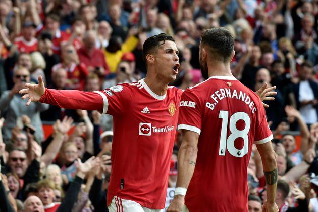 Cristiano Ronaldo célèbre son premier but avec Manchester United où il est revenu...