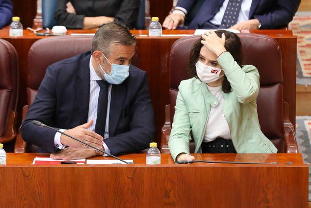 Enrique López e Isabel Díaz Ayuso, en la Asamblea de