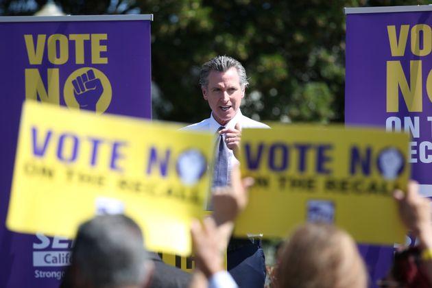 Le gouverneur de Californie Gavin Newsom, ici en meeting le 11 septembre, pourrait perdre son poste au...