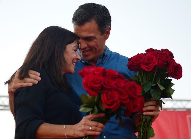 Anne Hidalgo y Pedro Sánchez, en un acto electoral en Sevilla, en