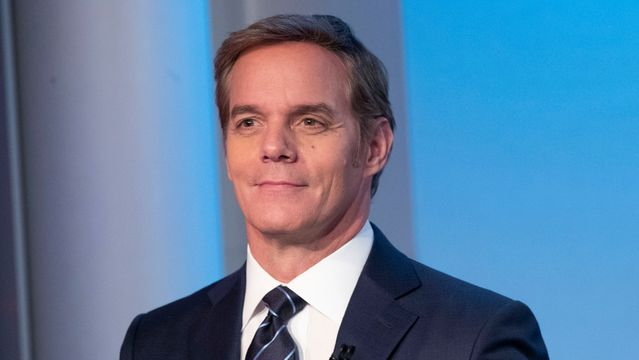 Fox News Anchor Walks Out After Restaurant Requests Photo ID With Vaccine Card.jpg