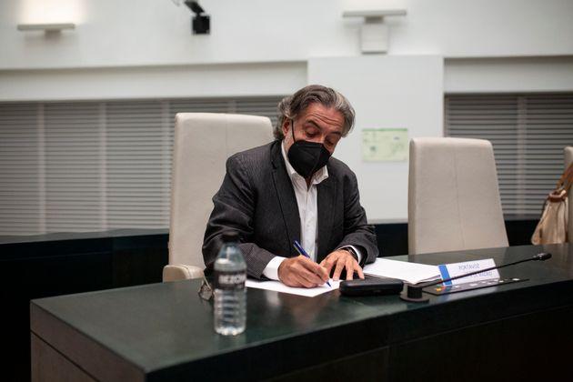 Pepu Hernández entrega su acta como concejal de