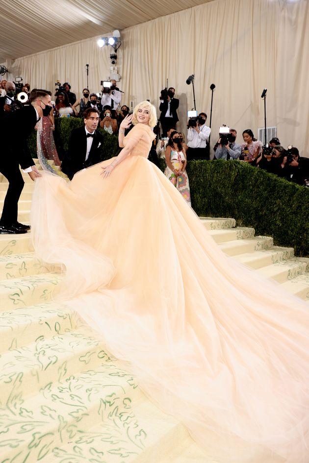 ビリー・アイリッシュ、マリリン・モンロー風のドレスに反響