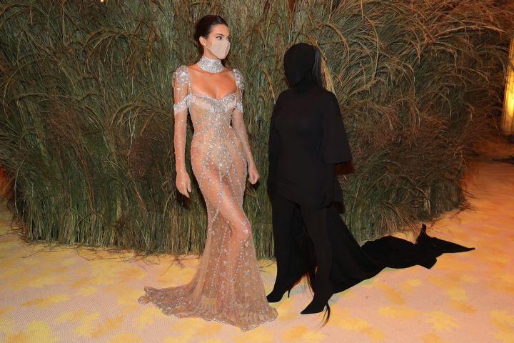 Kardashian con su hermana Kendall Jenner