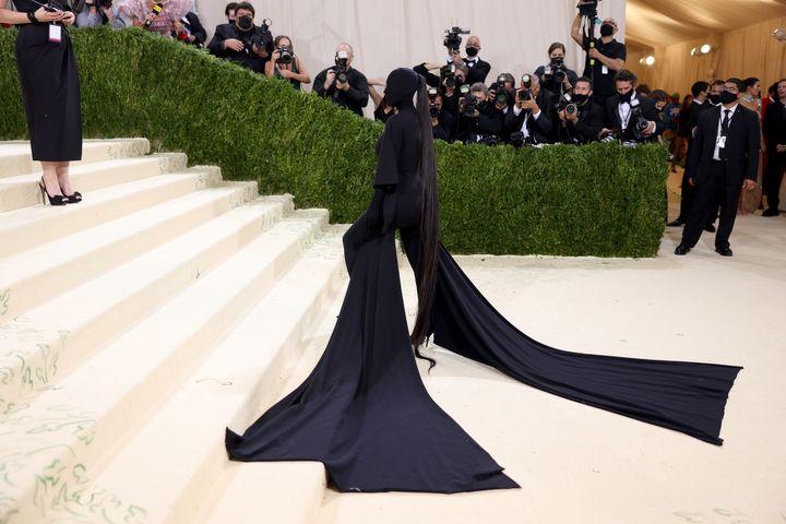 La larguísima coleta postiza de Kardashian