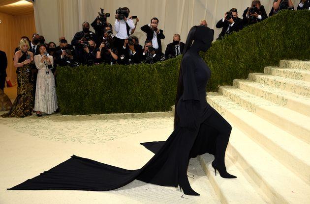 La tenue remarquée de Kim Kardashian au Met Gala signée