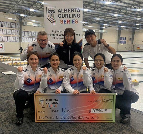 시즌 첫 국제대회에서 7전전승으로 우승을 차지한 대한민국 여자 컬링 국가대표 팀
