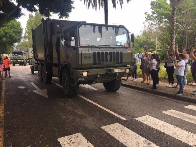 Vecinos de Estepona despiden a los efectivos de la UME que han trabajado contra el
