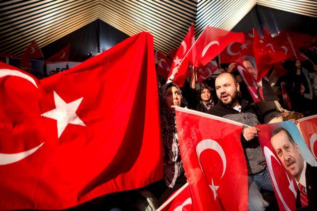 Φωτογραφία αρχείου - Τούρκοι υποστηρικτές του Ερντογά στη