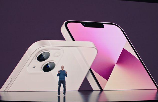 Apple lancia l'iPhone 13: cinque colori e una batteria che dura più a lungo. Tutte le novità del
