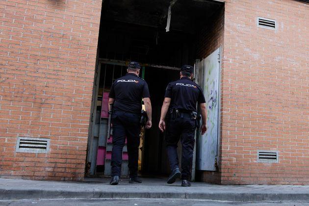 Dos agentes de la Policía Nacional, en Madrid, en una imagen de