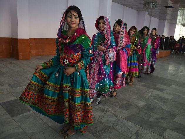 アフガニスタンの女性の伝統的な民族衣装(イメージ画像)