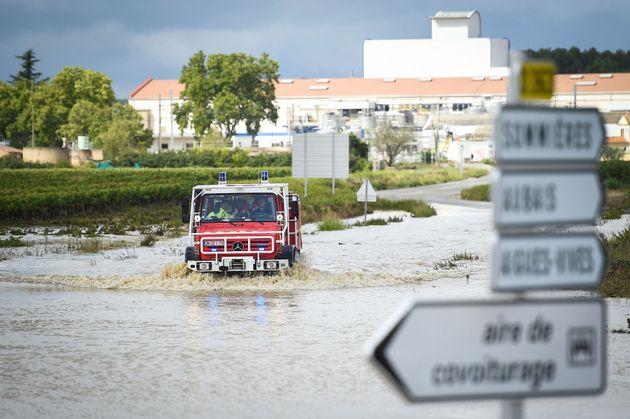Un camion de pompiers dans la commune de Aigues-Vives, dans le Gard, le 14 septembre