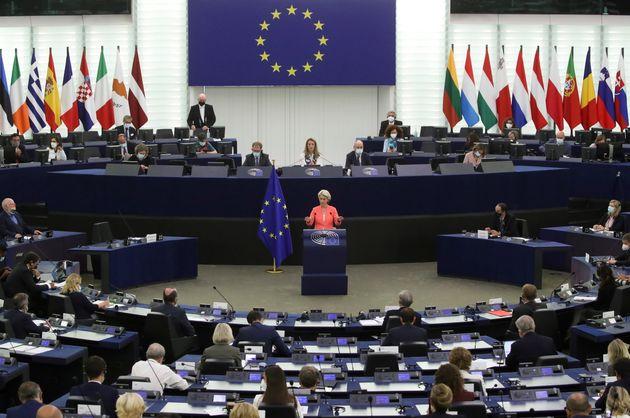 Κομισιόν: Η ΕΕ πρέπει να αυξήσει τις στρατιωτικές της