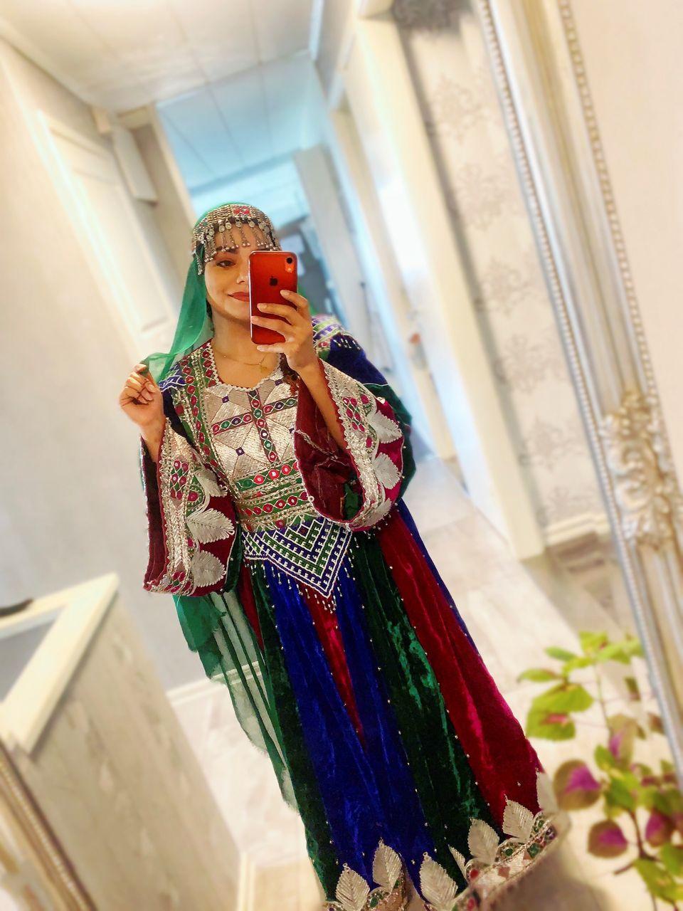 «Ετσι ντυνόμαστε»: Αφγανές γυναίκες στο εξωτερικό απαντούν για τη διαμαρτυρία υπέρ των