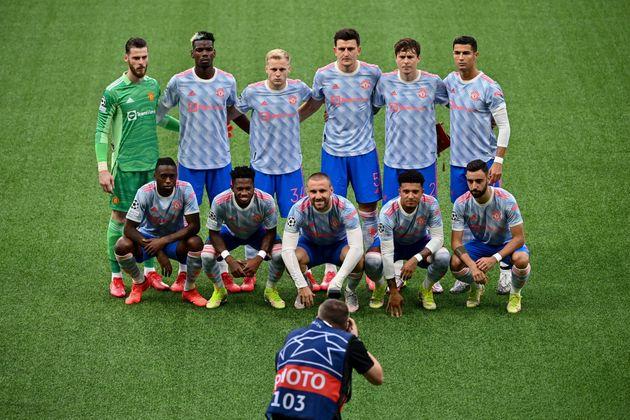 Les joueurs de Manchester United (de gauche à droite) au deuxième rang: Le gardien de but...
