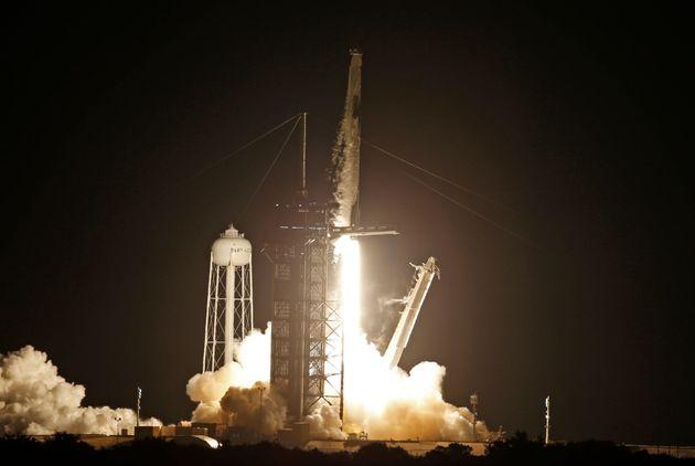 La fusée SpaceX Falcon 9 lancée au Kennedy Space Center de Cap Canaveral, en Floride aux...