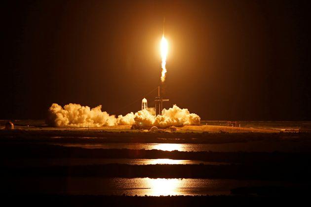 Inspiration4: Εκτοξεύτηκε στο Διάστημα η αποστολή ερασιτεχνών αστροναυτών της