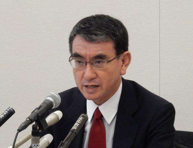 グループインタビューに答える河野太郎氏