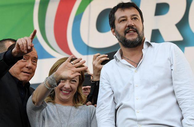 Silvio Berlusconi, Georgia Meloni (Leader du parti 'Fratelli d'Italia') et Matteo Salvini (La Ligue)...