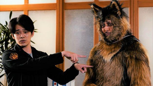 主演は池松壮亮さん。警察犬のオリバー役をオダギリジョーさんが着ぐるみ姿で演じ、1話から話題を呼んでいる