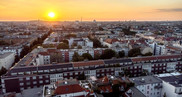 Το Βερολίνο αγοράζει χιλιάδες διαμερίσματα για να λύσει το θέμα των υψηλών τιμών των
