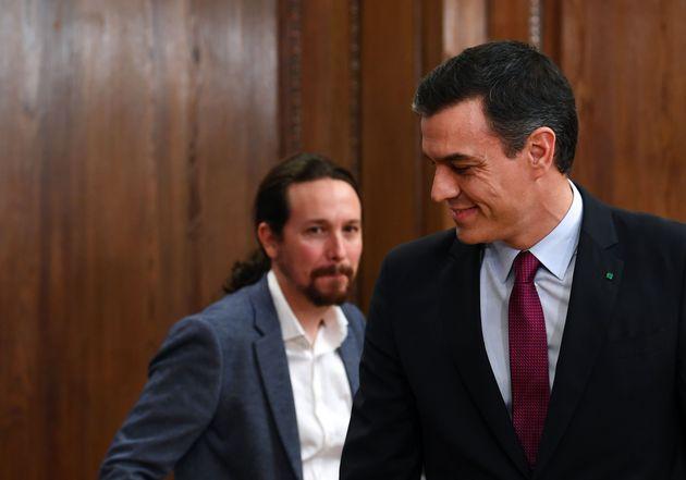 Pedro Sánchez y Pablo Iglesias acordaron formar el primer gobierno de coalición de la democracia