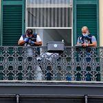Bimbo morto dopo la caduta dal balcone a Napoli: fermato un uomo, è accusato di