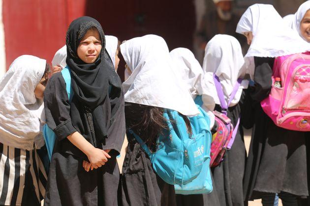 Αφγανιστάν: Επιστροφή των κοριτσιών στις τάξεις ζητά η