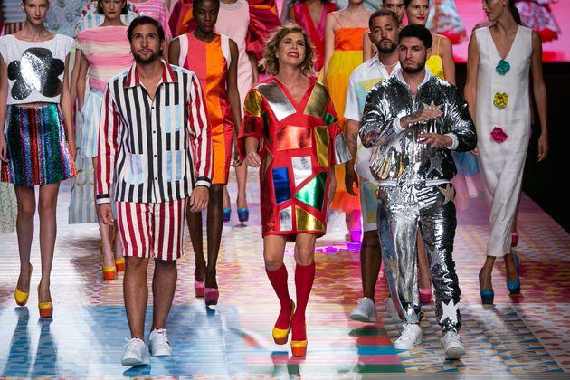 Gianmarco y Omar Montes, junto a Agatha Ruiz de la Prada, en la Fashion Week de