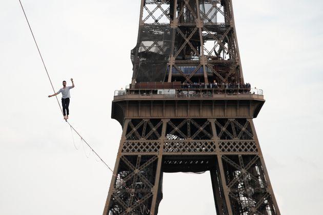 Le funambule Nathan Paulin relie Tour Eiffel et Palais de Chaillot