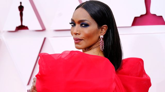 Angela Bassett's Wax Figure Is So Realistic People Can't Tell Which Is Which.jpg