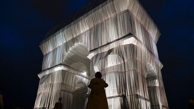Paris' Arc De Triomphe Wrapped In Fabric Per Christo And Jeanne-Claude's 1961 Vision.jpg