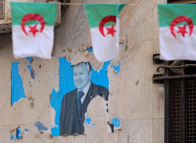 Abdelaziz Bouteflika inhumé à Alger aux côtés des héros de la guerre dindépendance
