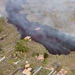 Una masa de lava comienza a afectar a las viviendas más cercanas al volcán de La