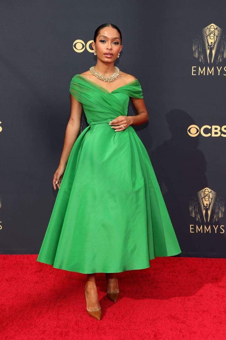 Η Yara Shahidi με φόρεμα Dior.