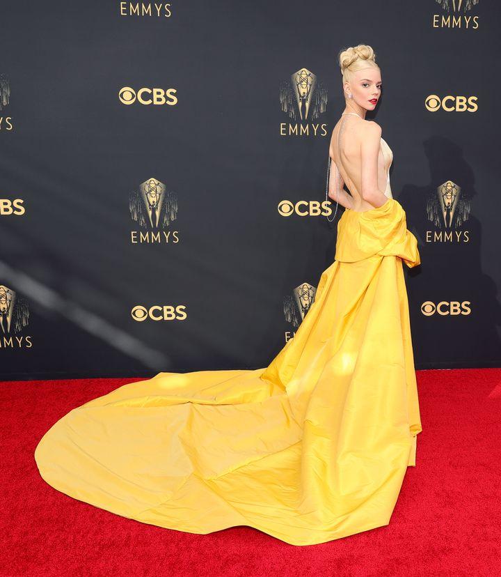 Anya Taylor-Joy, de Dior, en la alfombra roja de los Premios Emmy.