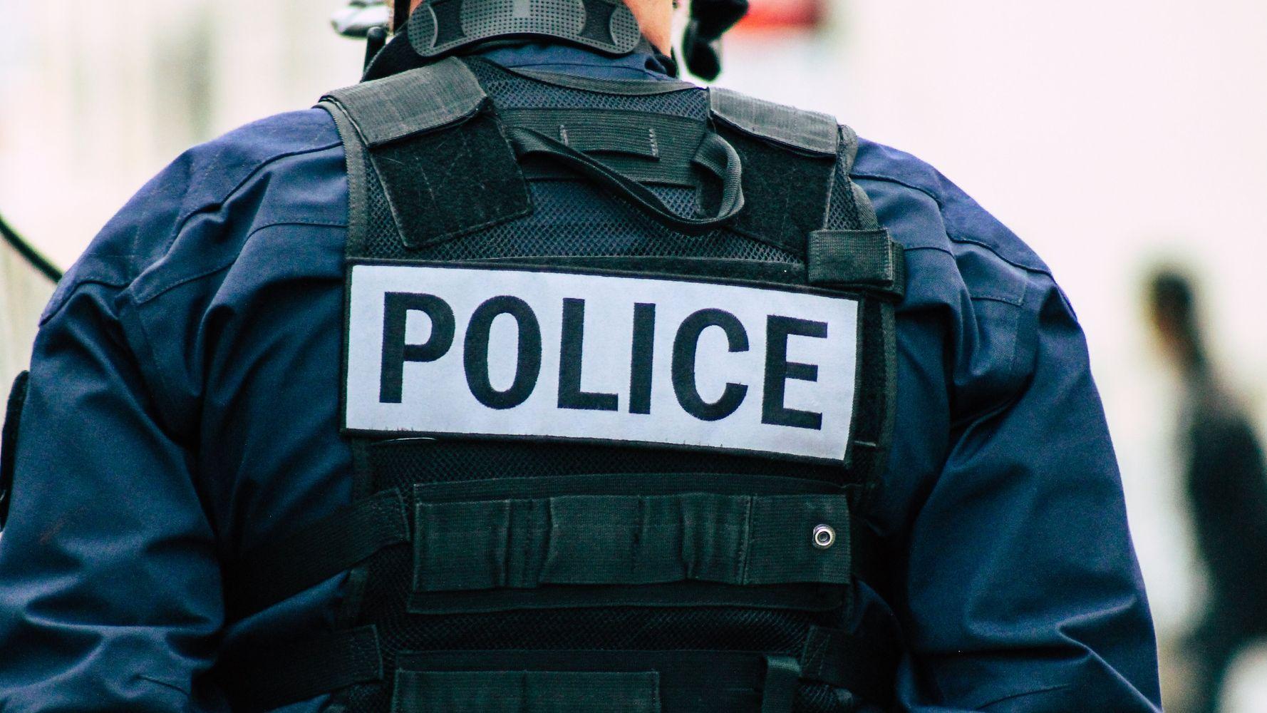 Seine-Saint-Denis: un policier filmé frappant un homme au sol, une enquête ouverte